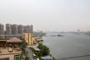 Condo by the Nile, Apartments  Cairo - big - 33