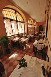 Hotel Miramare, Отели  Ладисполи - big - 22