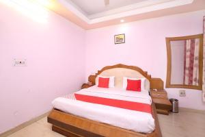 OYO 14029 Hotel Yogesh