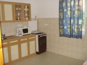 Festetics Apartman, Appartamenti  Gyenesdiás - big - 2