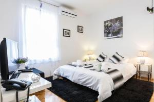 Bagi apartment in old town center, Apartmanok  Zára - big - 11