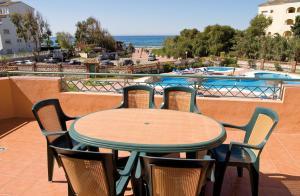 Marbella Beach Resort at Club Playa Real, Apartmanok  Marbella - big - 8