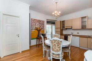 Prestigioso appartamento precollina - AbcAlberghi.com