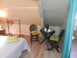 Les Coquillettes, Bed and breakfasts  Honfleur - big - 77