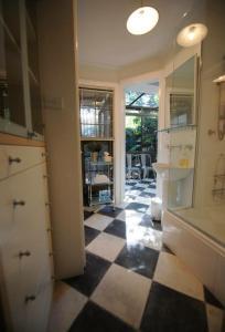 Jerningham Street Cottage, Отели типа «постель и завтрак»  Аделаида - big - 25