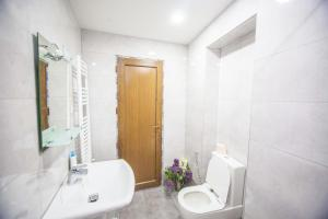 Backyard Apartment in Charming City Center, Apartments  Tbilisi City - big - 15