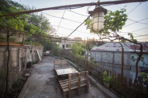 Backyard Apartment in Charming City Center, Ferienwohnungen  Tbilisi City - big - 18