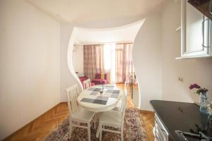 Backyard Apartment in Charming City Center, Apartments  Tbilisi City - big - 1