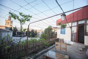 Backyard Apartment in Charming City Center, Apartments  Tbilisi City - big - 17