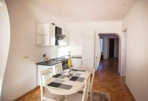 Backyard Apartment in Charming City Center, Apartments  Tbilisi City - big - 9