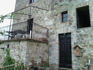 Casa del Nibbio inside the Tevere river park