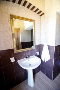 Hotel Conacul Salonti, Отели  Sebeş - big - 16