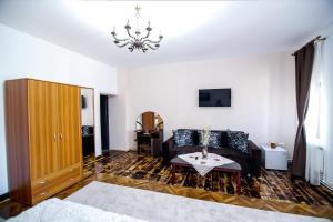 Hotel Conacul Salonti, Отели  Sebeş - big - 43