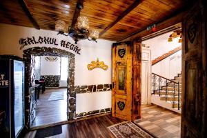 Hotel Conacul Salonti, Отели  Sebeş - big - 57