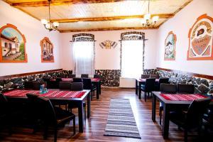 Hotel Conacul Salonti, Отели  Sebeş - big - 68