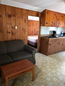 Cabin with Twin Beds (4 Adults)