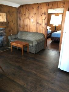 Two-Bedroom Cabin with Lake View (6 Adults)