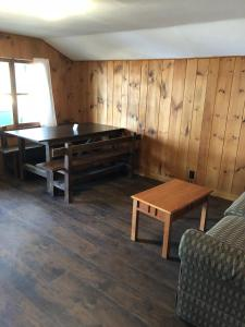 Two-Bedroom Cabin with Lake View (8 Adults)