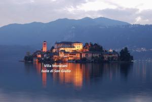 Villa Monziani, exclusive island lakeside villa - AbcAlberghi.com