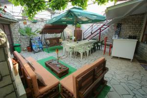 Guesthouse Adi, Penziony  Mostar - big - 52