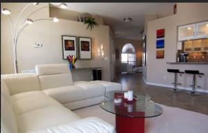 Villa Aurora - SE Cape, Prázdninové domy  Cape Coral - big - 11
