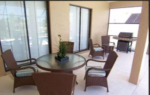 Villa Aurora - SE Cape, Prázdninové domy  Cape Coral - big - 13