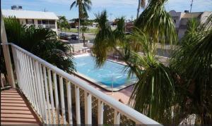 Cape Palms - 2bd/1bath Condo, Prázdninové domy  Cape Coral - big - 5