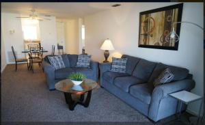 Cape Palms - 2bd/1bath Condo, Holiday homes  Cape Coral - big - 8