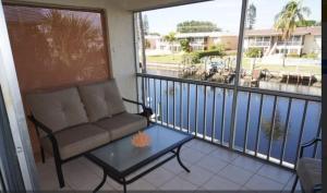Cape Palms - 2bd/1bath Condo, Prázdninové domy  Cape Coral - big - 10