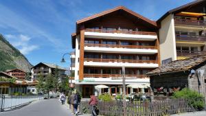 Hotel Parnass, Hotels  Zermatt - big - 1