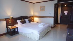 Dvoulůžkový pokoj typu Deluxe s manželskou postelí nebo oddělenými postelemi a výhledem do zahrady