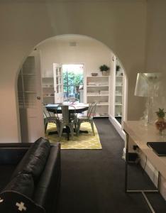 Jerningham Street Cottage, Отели типа «постель и завтрак»  Аделаида - big - 21