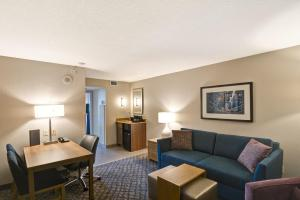 Double Suite with Two Double Beds - Non-Smoking