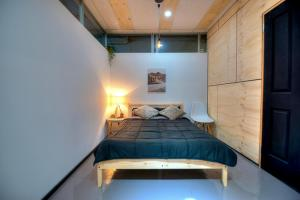 Warehouse Apartment + Netflix, Games Room and Sauna, Apartmanok  Melbourne - big - 2