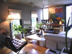 B&B AH87 OSAKA, Bed and Breakfasts  Senriyama - big - 1