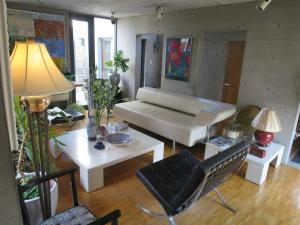 B&B AH87 OSAKA, Bed & Breakfasts  Senriyama - big - 2