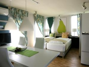 B&B AH87 OSAKA, Bed and breakfasts  Senriyama - big - 16