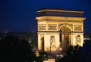 Double Room with Arc de Triomphe View & a Glass of Champagne