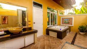 Les Palmares Villas, Курортные отели  Банг Тао Бич - big - 149