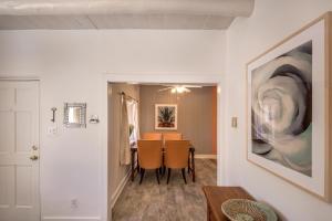 1 Bedroom - 10 Min. Walk to Railyard - Casita Dulce, Дома для отпуска  Санта-Фе - big - 19