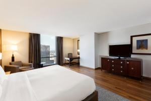 Executive King Bed Room with Access to Executive Lounge