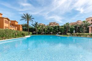 Luxury Apartment in Benatalaya, Apartmány  Estepona - big - 1