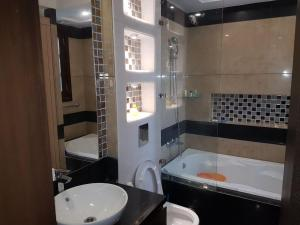 4 Bedroom Designer Service Apartment, Apartmanok  Újdelhi - big - 16