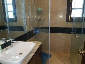 4 Bedroom Designer Service Apartment, Apartmanok  Újdelhi - big - 8