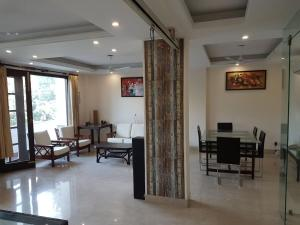 4 Bedroom Designer Service Apartment, Apartmanok  Újdelhi - big - 11