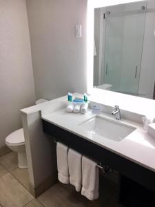 Holiday Inn Express & Suites, Szállodák  Johnstown - big - 4