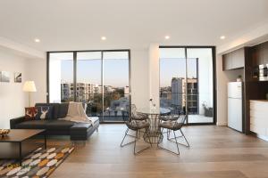 Dynamic LOFT Apartment Near TrainStation, CBD, Airport(豪華複式貴族公寓帶陽台和車位,鄰近市中心/機場/火車站)