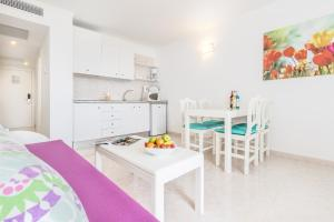 Apartaments Andreas, Apartments  Colonia Sant Jordi - big - 3