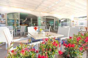 Apartaments Andreas, Apartments  Colonia Sant Jordi - big - 40