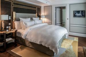 Grand Premier King Room with Swimming Pool & Spa Access